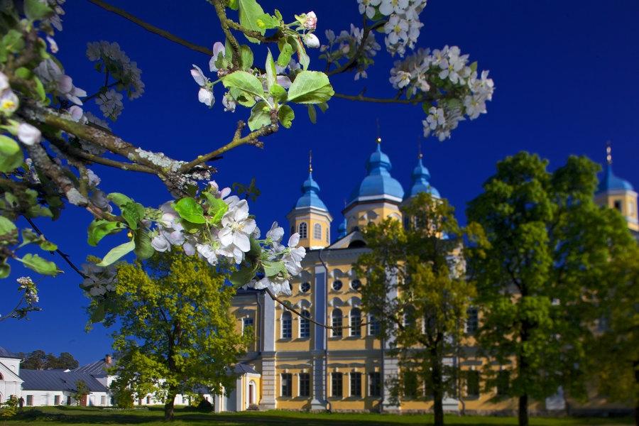 Запланируйте встречу Светлого Христова Воскресения в Коневском монастыре!
