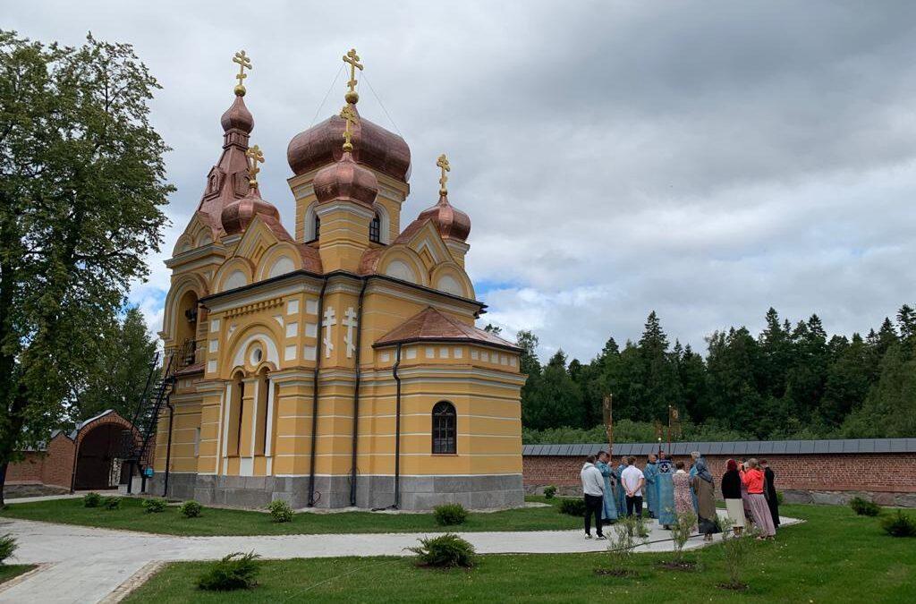 К празднику Коневской иконы Божией Матери будет приурочено ИСТОРИЧЕСКОЕ событие для монастыря — Великое освящение скита в честь почитаемого образа.